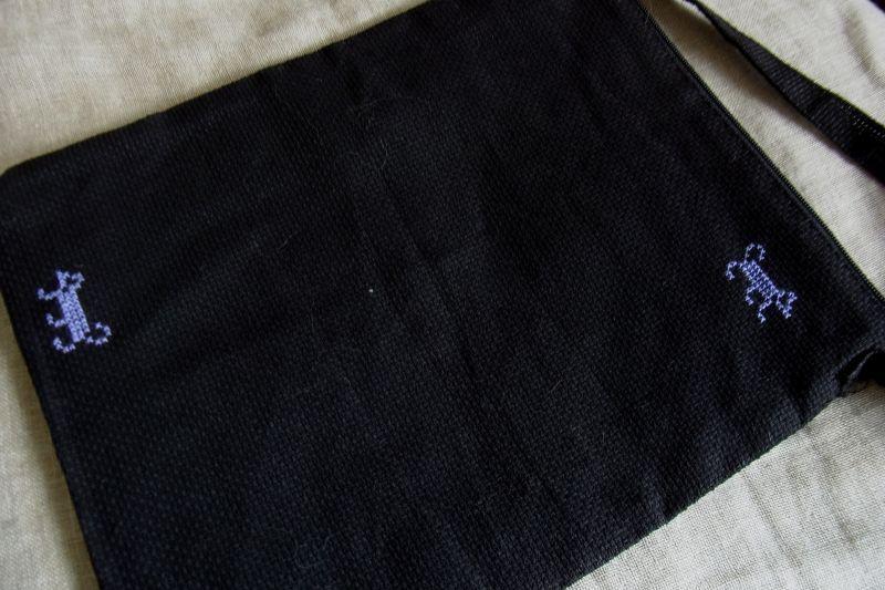 画像3: ワンポイント入り♪ ちくちく手刺しゅうポシェット(黒) Mサイズ